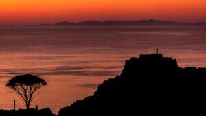 Τοσκάνη: Μεσαιωνικό φρούριο του 16ου αι. μεταμορφώθηκε σε πολυτελές ξενοδοχείο πάνω στα βράχια!