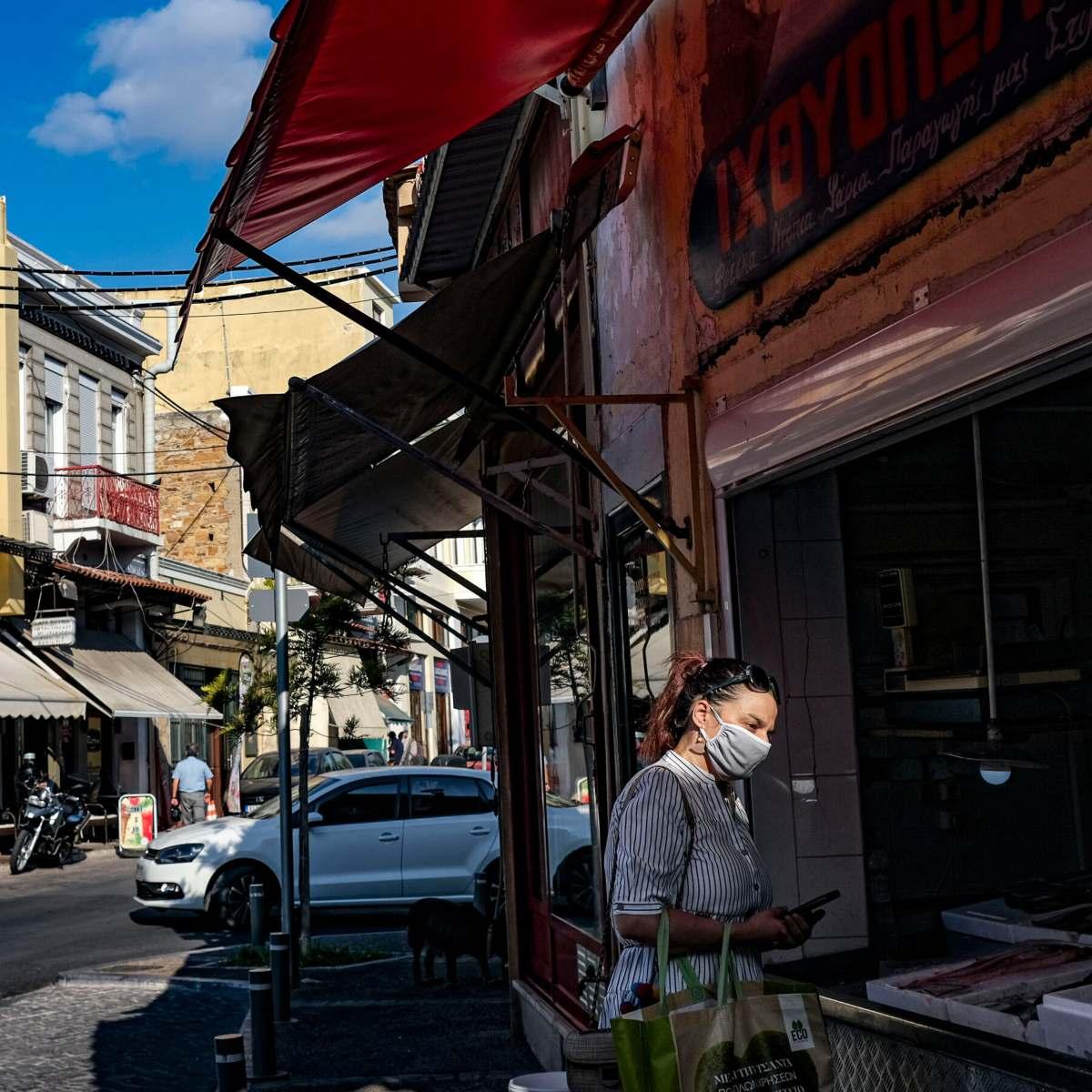 Ελλάδα αρνητές κορονοϊού γυναίκα με μάσκα