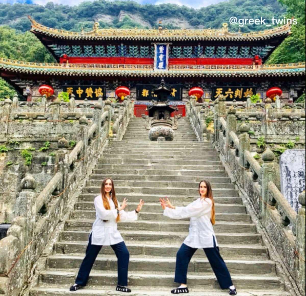 Greek Twins: Γένους θηλυκού είναι η προβολή της Ελλάδας στην μακρινή Κίνα!