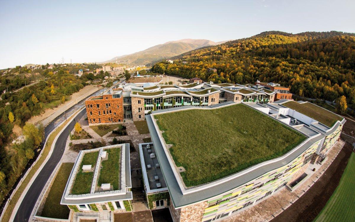 Πράσινη ταράτσα σε κολλέγιο στην Αρμενία