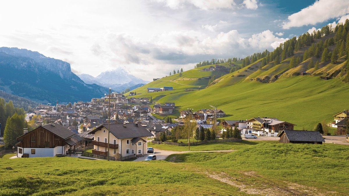 όμορφα ιταλικά ορεινά χωριά San Cassiano