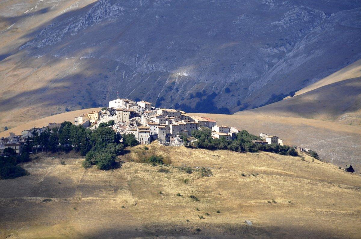 όμορφα ορεινά χωριά ιταλία Castelluccio