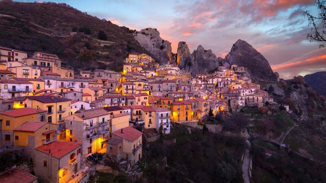 όμορφα Ιταλικά χωριά castelmezzano