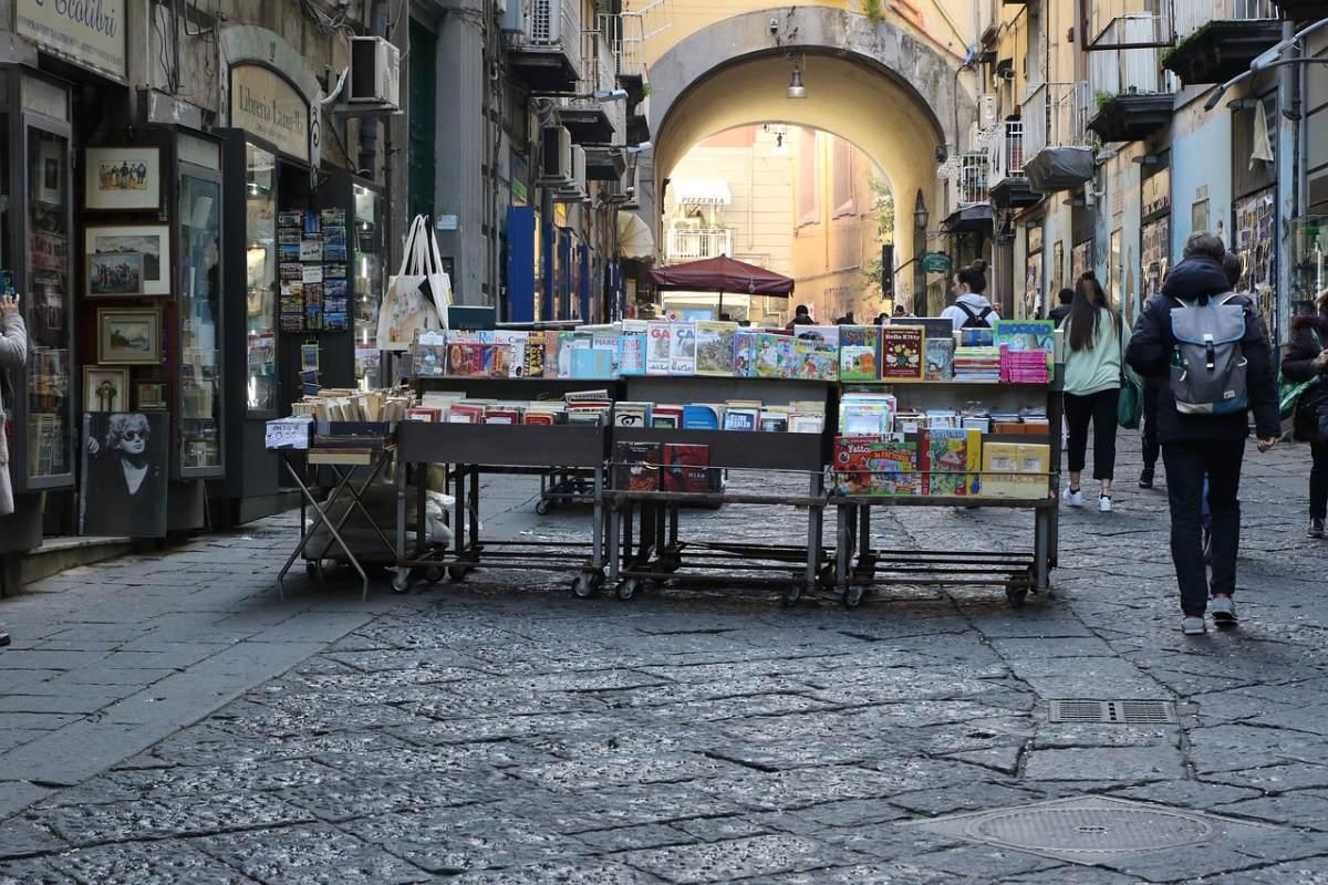 Νάπολη, πάγκος με βιβλία στο δρόμο