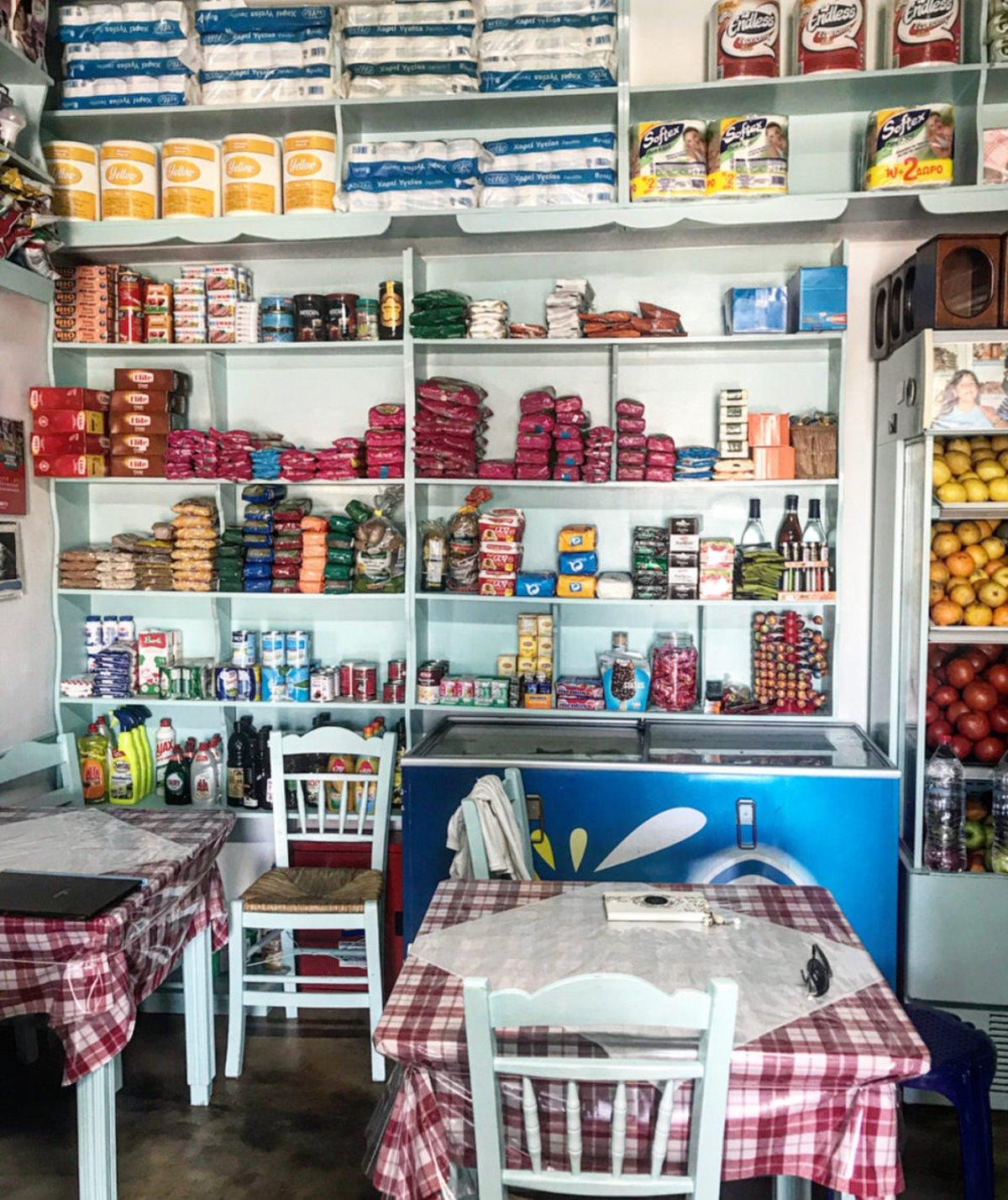 παραδοσιακή καφενείο της Ειρήνης στη Φολέγανδρο