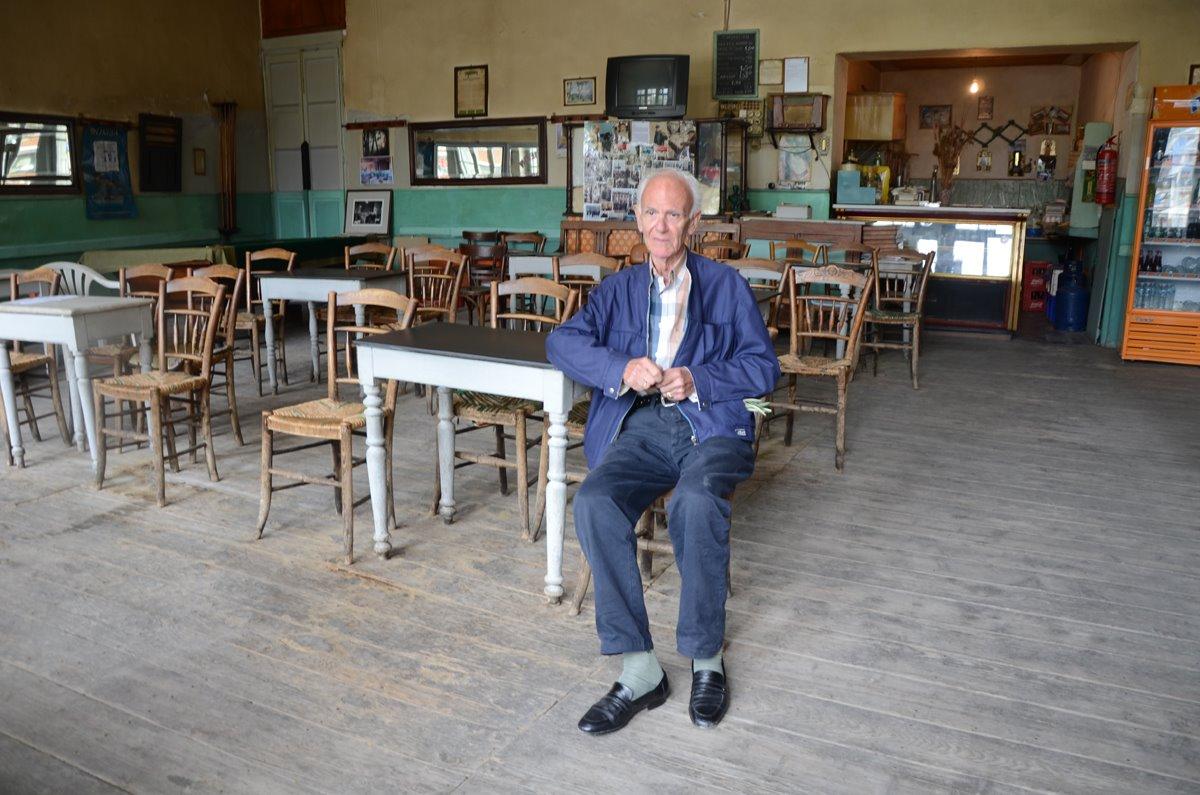 καφενείο παραδοσιακό Πανελλήνιον στην Άμφισσα