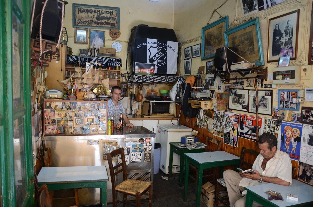 παραδοσιακό καφενείο Σαρανταυγά στην Κρήτη