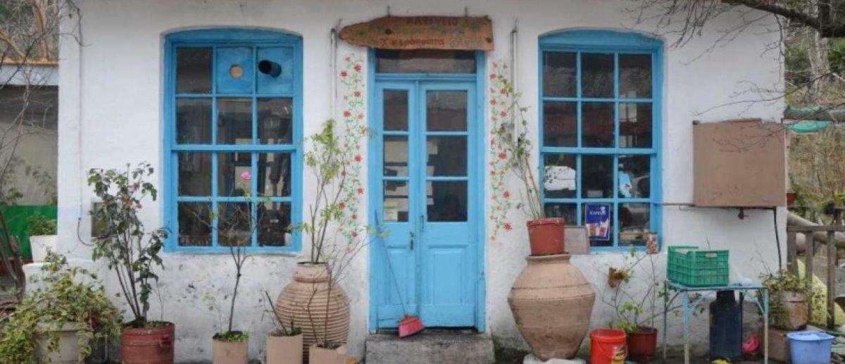 καφενείο της Κυρα-Ρήνης στη Λέσβο