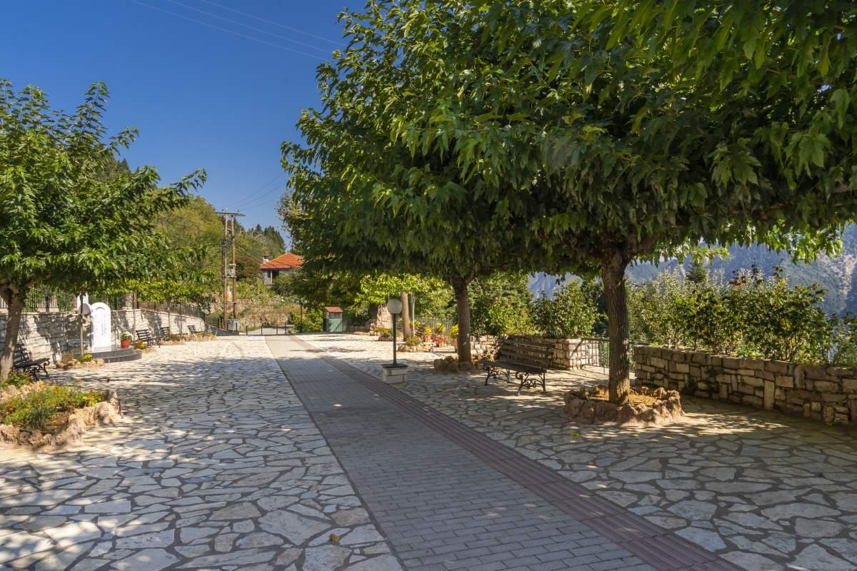 Καστανιά Ευρυτανίας, βόλτα στο χωριό