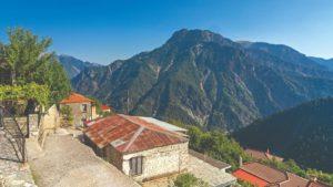 Καστανιά: Γνωρίστε ένα από τα ομορφότερα ορεινά χωριά της Ευρυτανίας!
