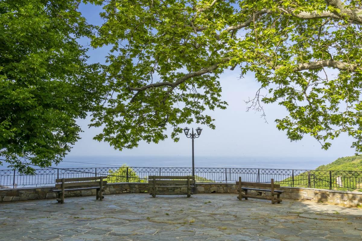 Η απίστευτη θέα στο Αιγαίο από το χωριό Κεραμίδι Πήλιο