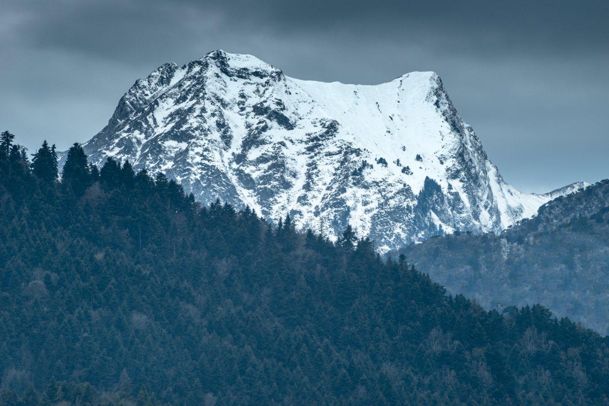 Λίμνη Πλαστήρα, τα χιονισμένα Άγραφα