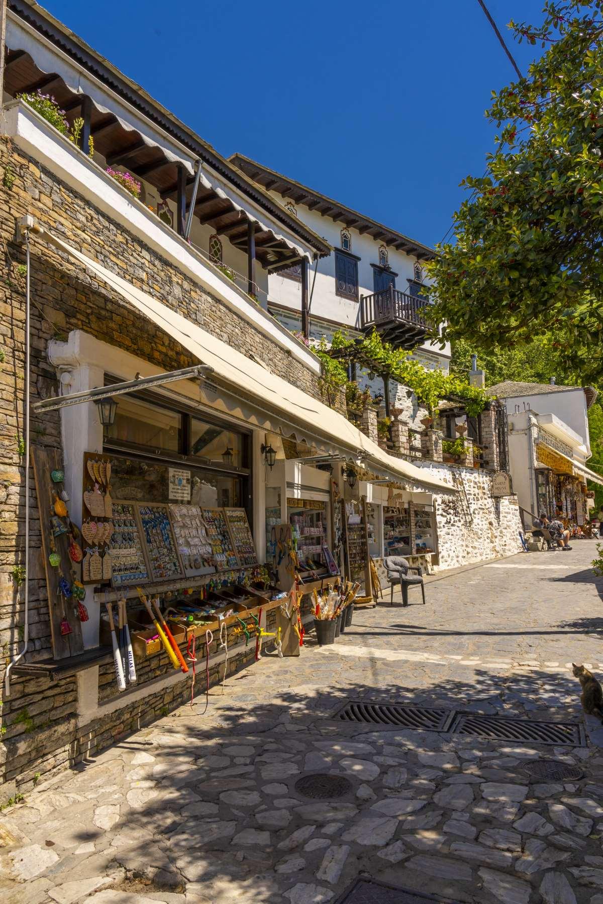 Τουριστικά μαγαζάκια στη Μακρινίτσα