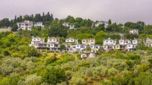 """Μακρινίτσα: Το """"μπαλκόνι"""" του Πηλίου με την ωραιότερη πλατεία της ορεινής Ελλάδας! (φωτο)"""