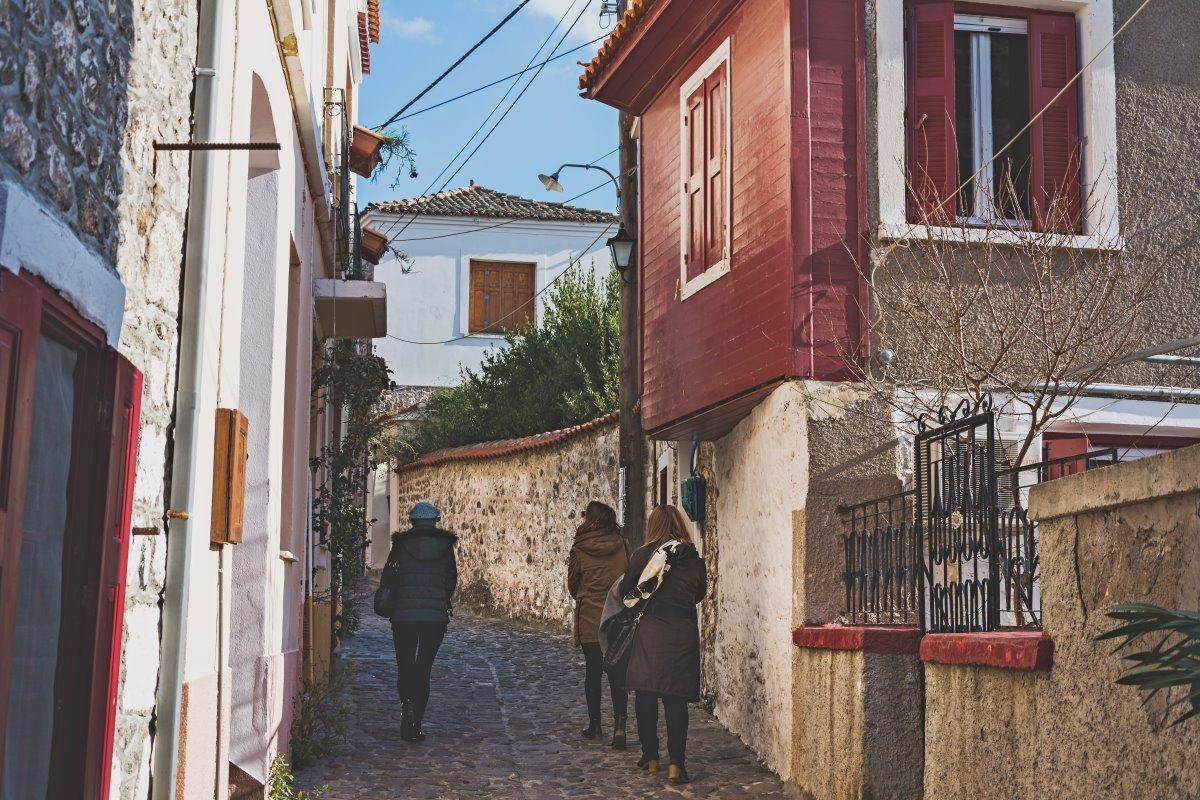 Μόλυβος, βόλτα στα σοκάκια του χωριού