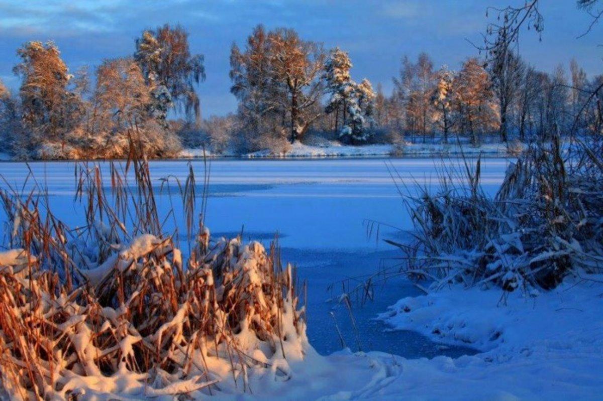 Νευροκόπι Σιβηρία χιόνια στη φύση και παγωμένη λίμνη