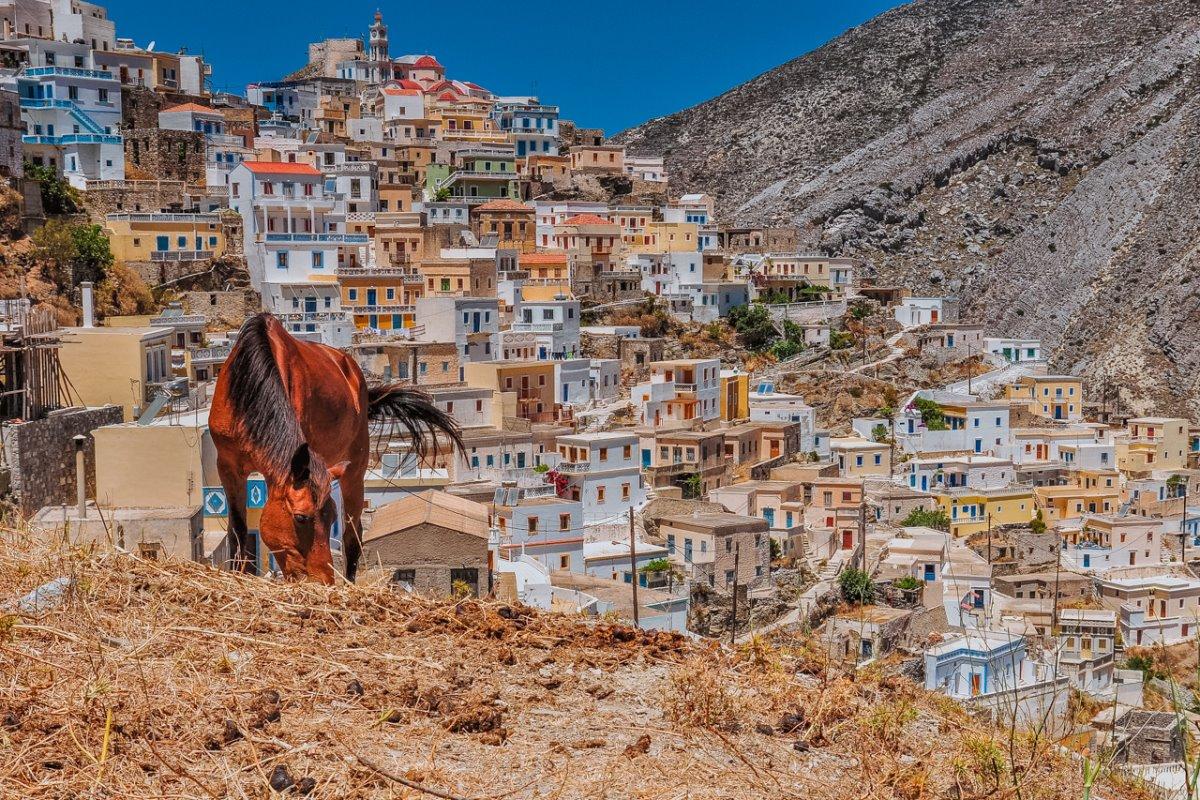 Όλυμπος στην Κάρπαθο το μοναδικό ορεινό χωριό πολύχρωμα σπίτια με υπέροχη θέα