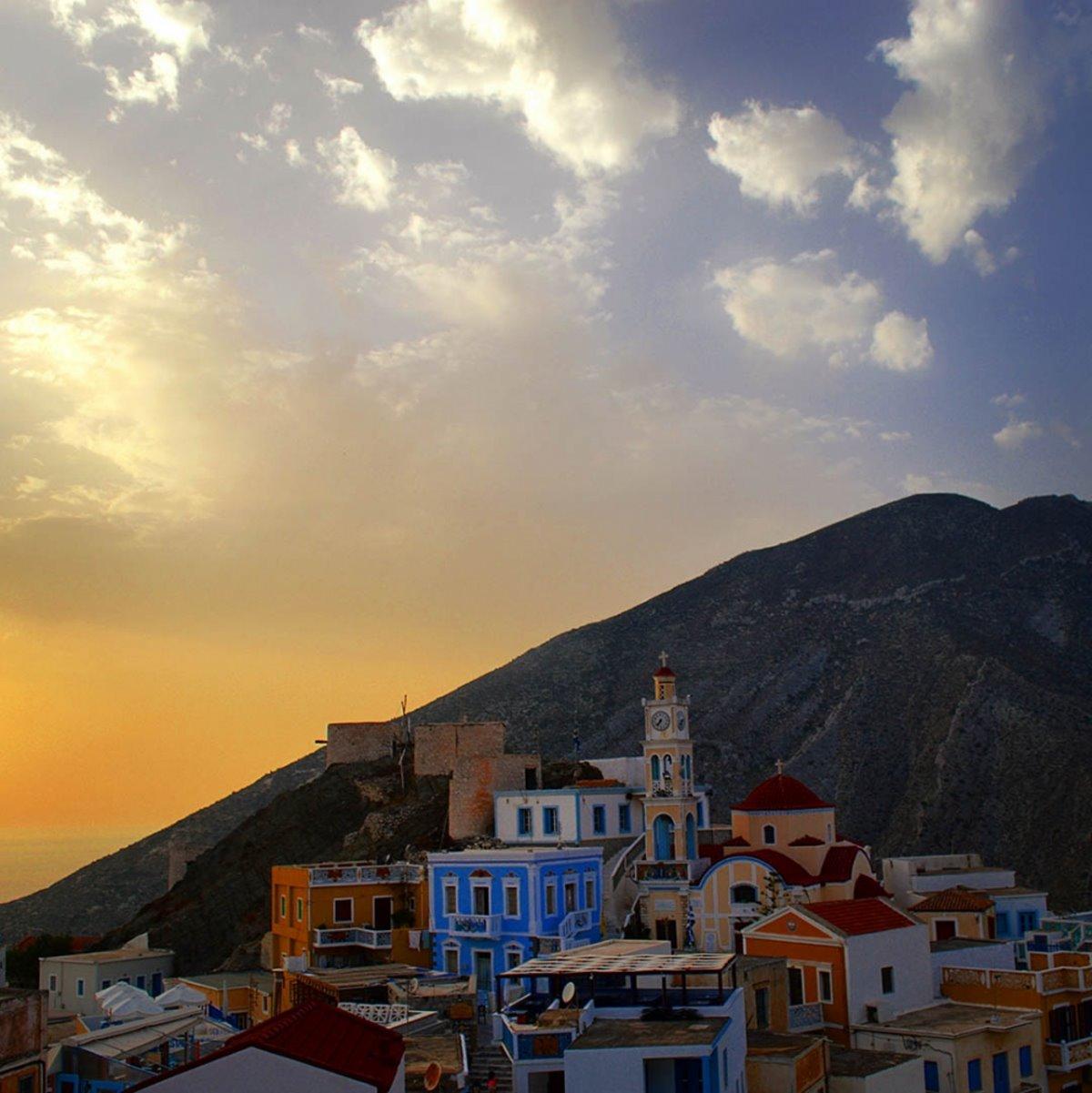 Όλυμπος στην Κάρπαθο το μοναδικό ορεινό χωριό πολύχρωμα σπίτια υπέροχο ηλιοβασίλεμα