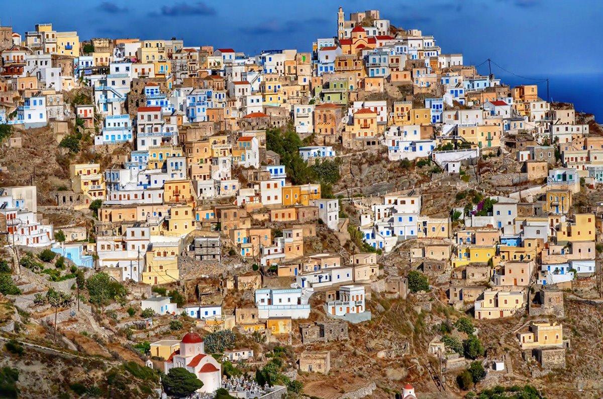 Όλυμπος στην Κάρπαθο το μοναδικό ορεινό χωριό πολύχρωμα σπίτια