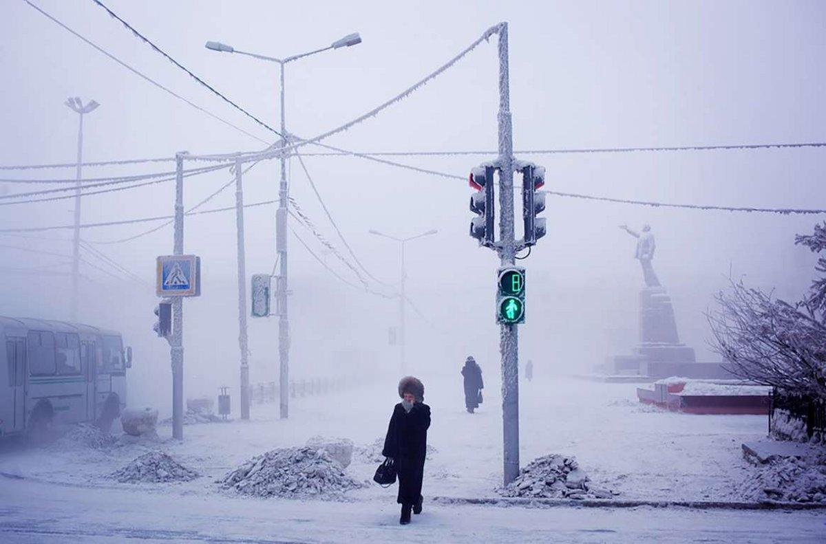 Oymyakon η πιο κρύα πόλη στον κόσμο με χιονισμένους δρόμους
