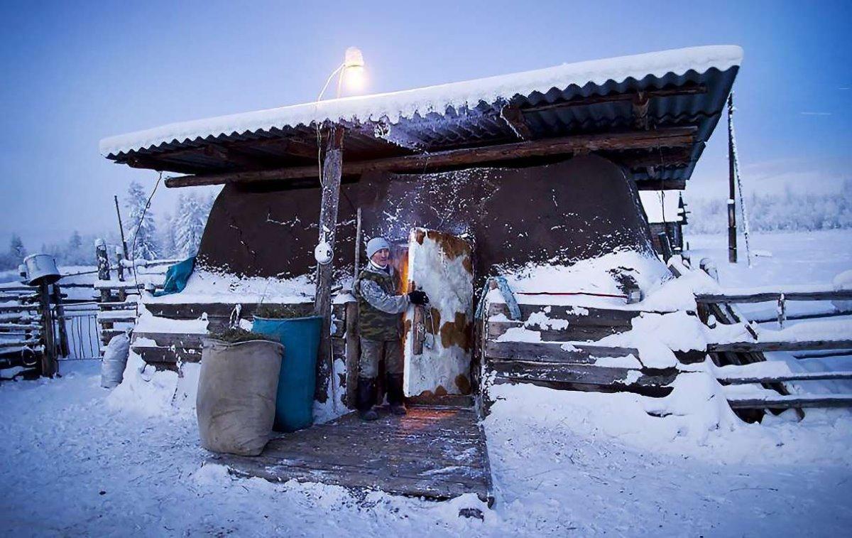 Oymyakon η πιο κρύα πόλη στον κόσμο τα σπίτια σκεπασμένα με χιόνι
