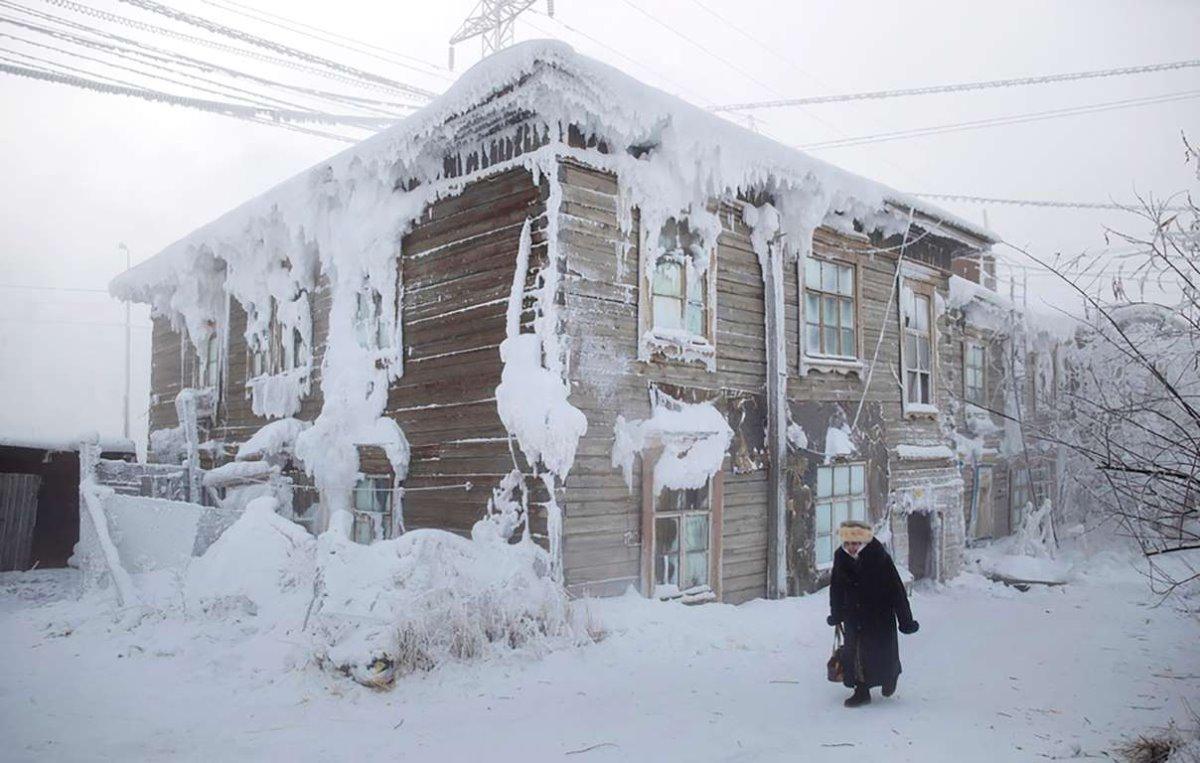 Oymyakon η πιο κρύα πόλη στον κόσμο παγετός και χιόνια