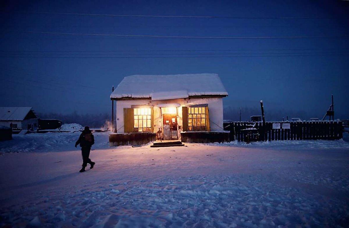 Oymyakon η πιο κρύα πόλη στον κόσμο τα φωτισμένα σπίτια