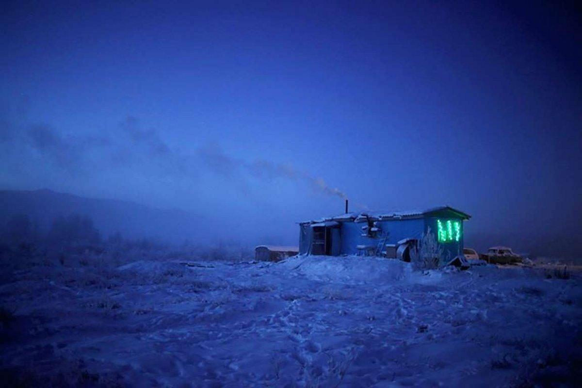 Oymyakon η πιο κρύα πόλη στον κόσμο απόκοσμο τοπίο στα χιόνια και το κρύο