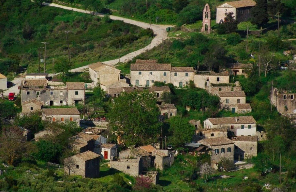 Κέρκυρα όμορφα ορεινά χωριά  Παλιά Περίθεια πέτρινα σπίτια