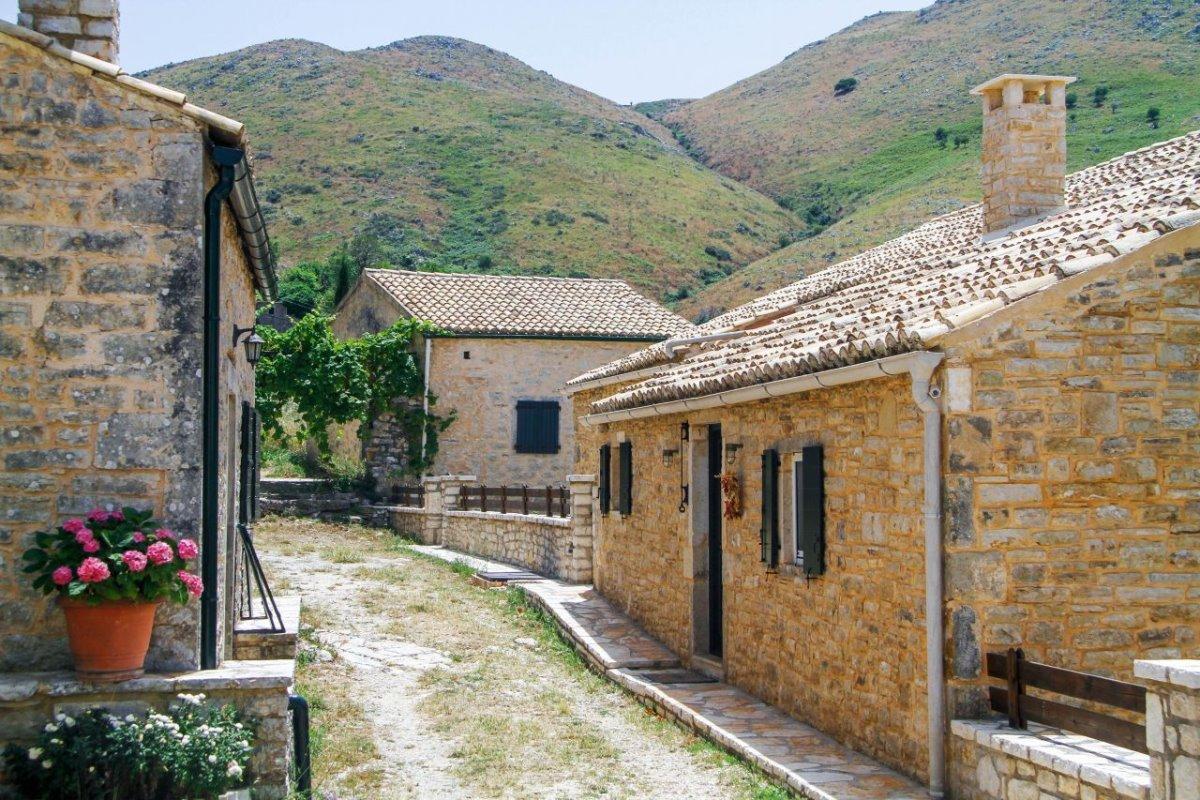 Κέρκυρα όμορφα ορεινά χωριά παλιά Περίθεια σοκάκια