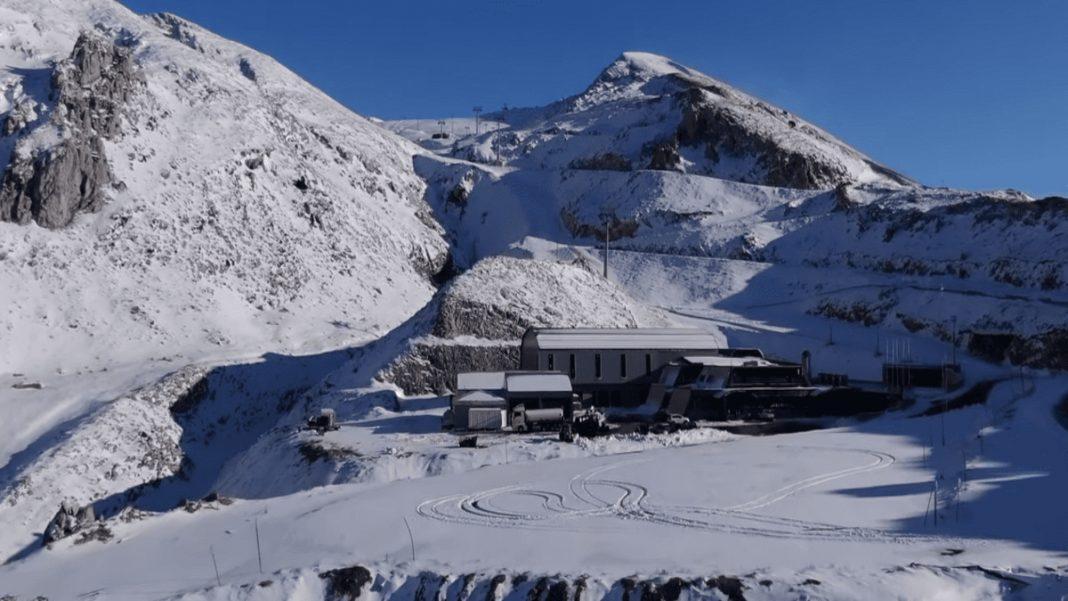 Χιονοδρομικό Κέντρο Παρνασσός χιονισμένο άδειο