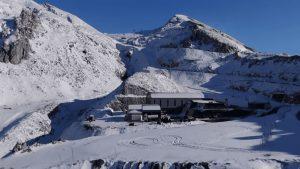 Παρνασσός: Ιστορικός πρώτος χιονιάς χωρίς επισκέπτες στο χιονοδρομικό! (βίντεο)