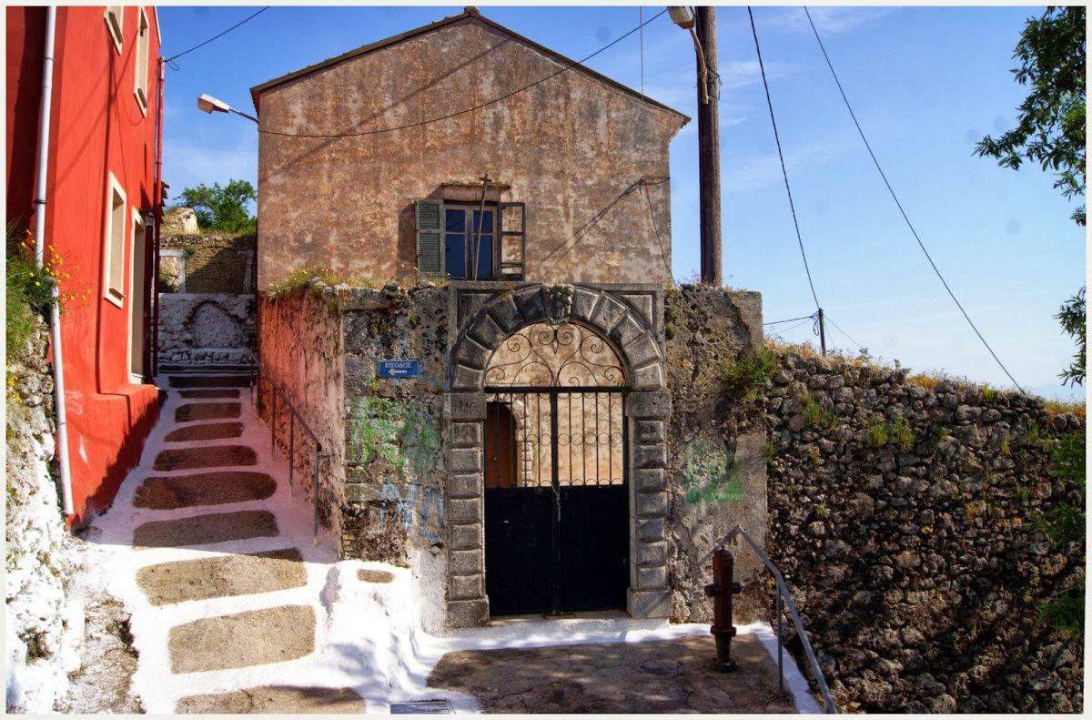 Κέρκυρα όμορφο ορεινό χωριό Πέλεκας με πέτρινα σπίτια