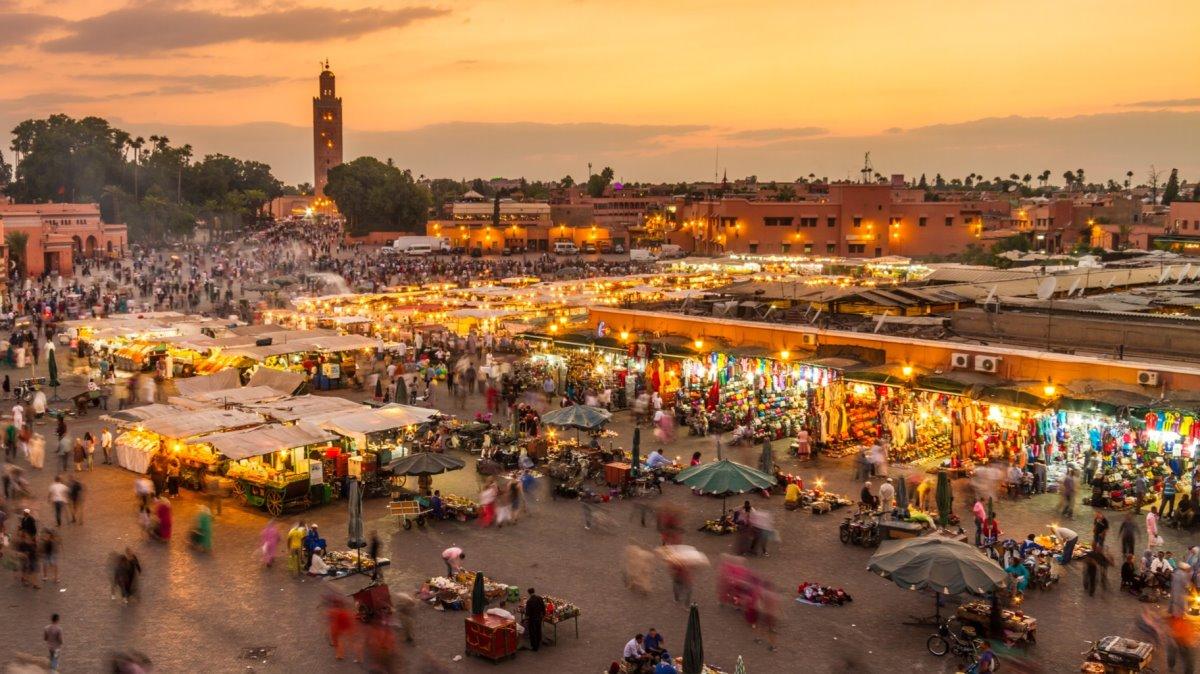 Πλατεία Djemaa el Fna Μαρόκο φωτισμένη