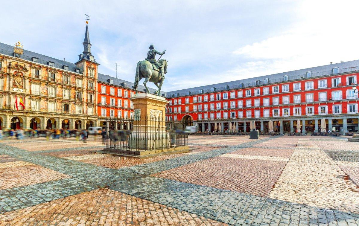 Πλατεία Μαδρίτης διάσημη και ιστορική με αγάλματα