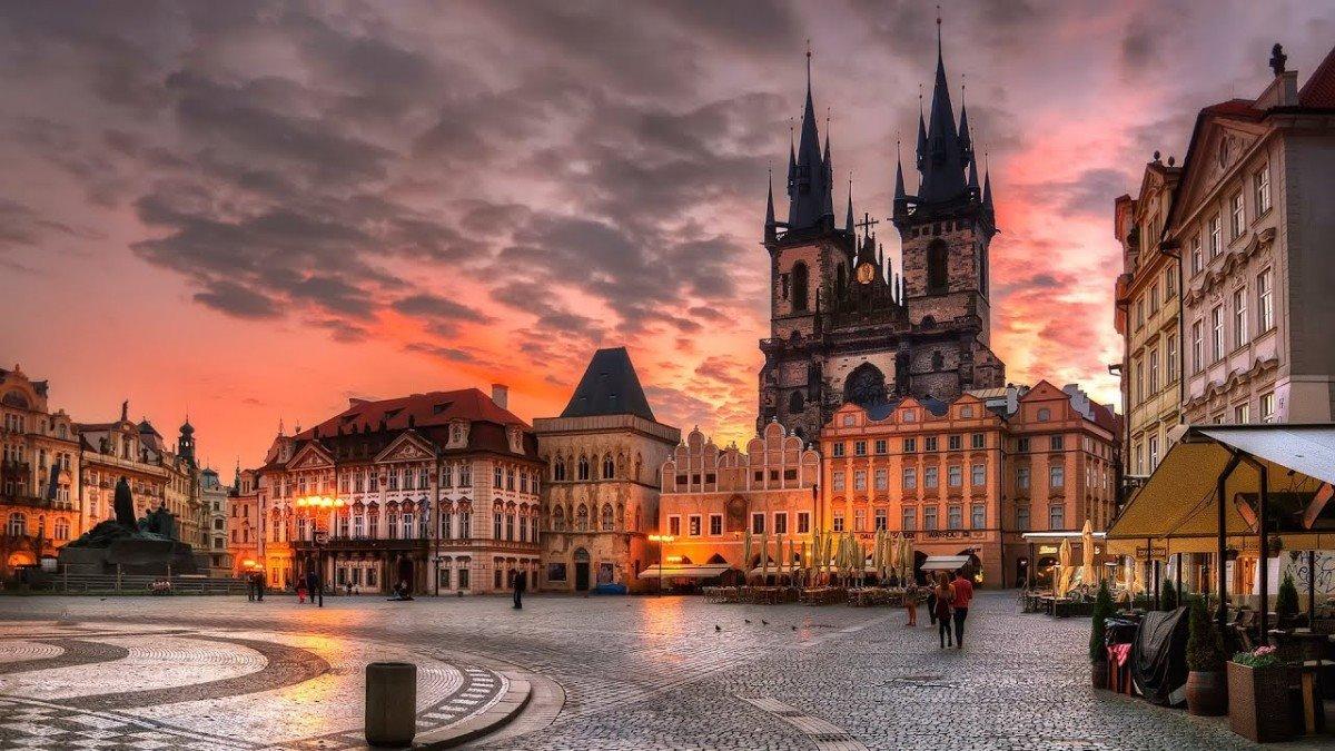 Πλατεία Παλιάς Πόλης Πράγα από τις πιο διάσημες και ιστορικές