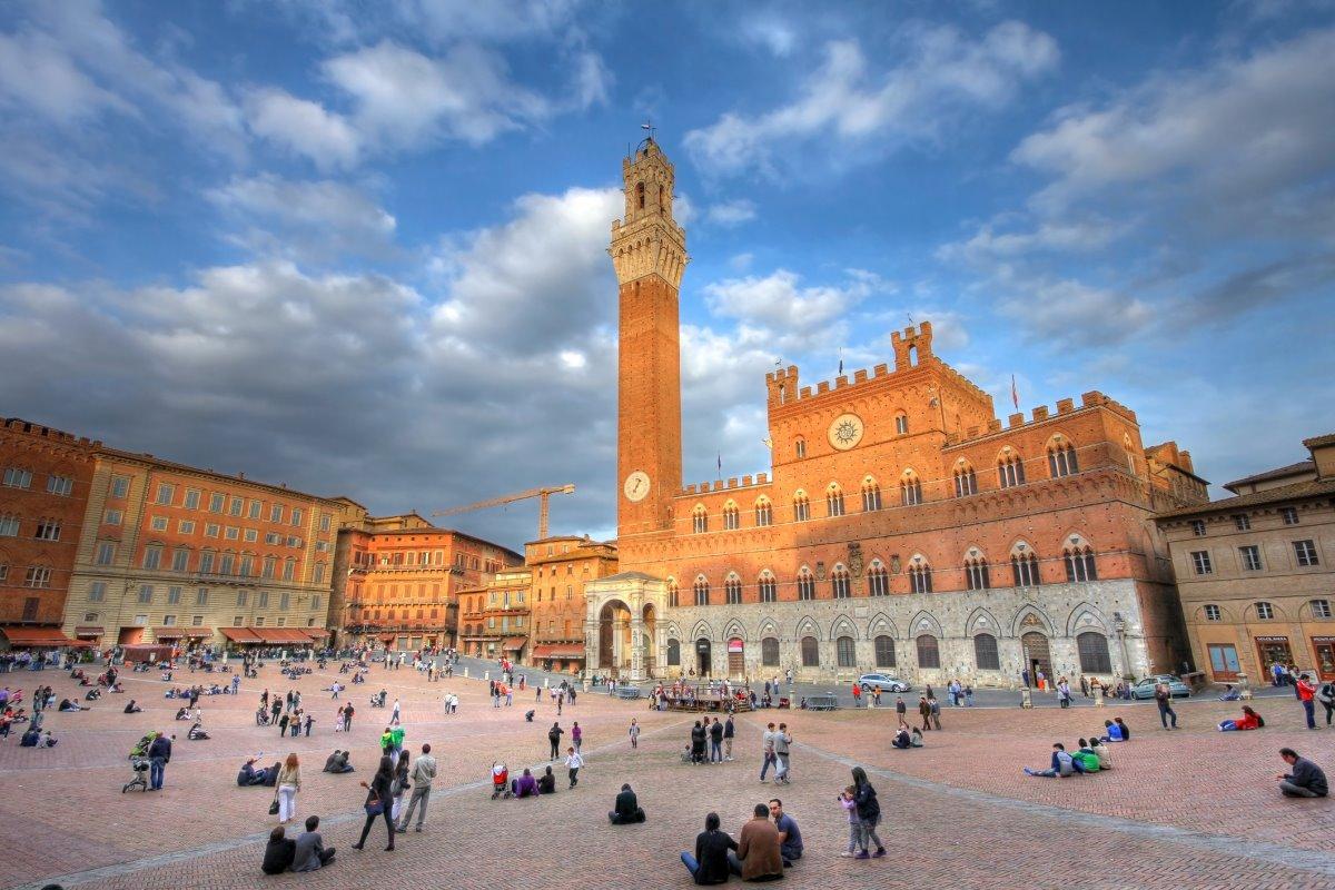 Πλατεία Piazza del Campo Σιένα με κόσμο
