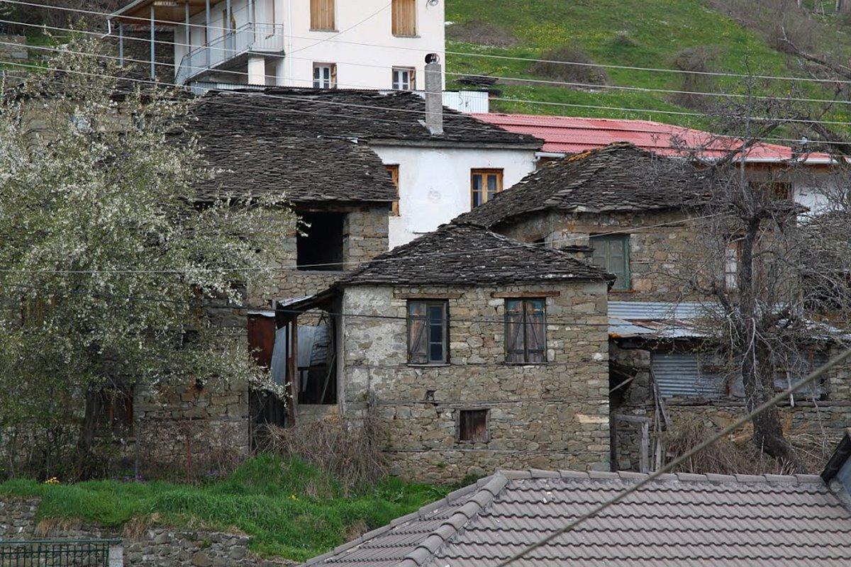 Πληκάτι Ιωαννίνων τα σπίτια του γραφικού χωριού