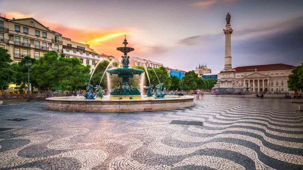 Πορτογαλία μερικό lockdown άδεια πλατεία