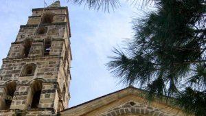 Η εκκλησία με το ψηλότερο καμπαναριό βρίσκεται στην Ελλάδα – Σε ένα άγνωστο χωριό της Μάνης! (βίντεο)