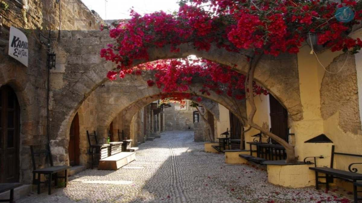 Top προορισμοί Ελλάδα για μετά το lockdown και περίπατοι σε όμορφα καλντερίμια