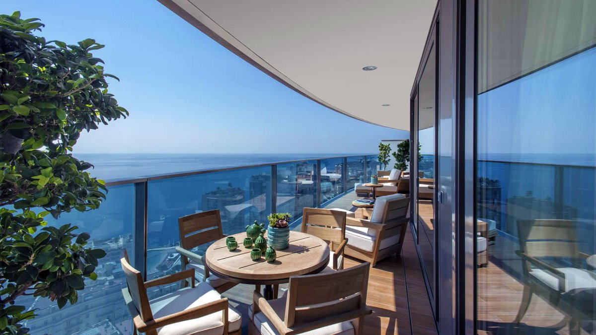 Luxurious ρετιρέ Μονακό πισίνα με βεράντα που έχει υπέροχη θέα