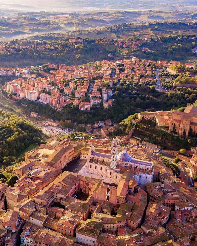 Σιένα ωραιότερη μεσαιωνική πόλη πανοραμική από ψηλά