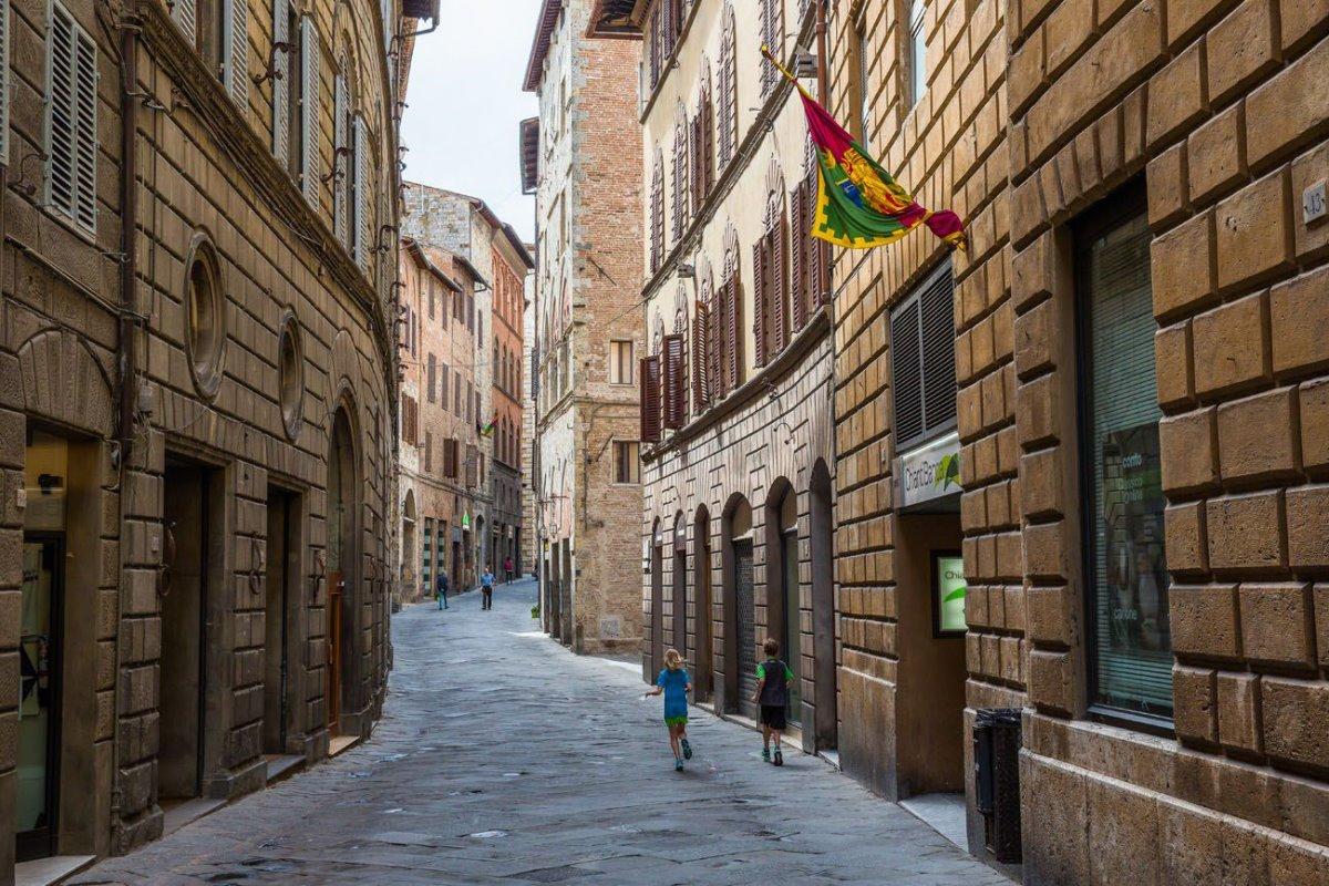 Σιέννα ωραιότερη μεσαιωνική πόλη στενά δρομάκια