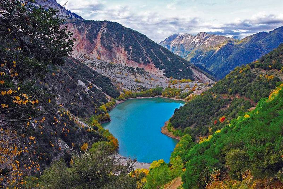 Λίμνη Στεφανιάδα Καρδίτσα τιρκουάζ νερά και υπέροχη φύση