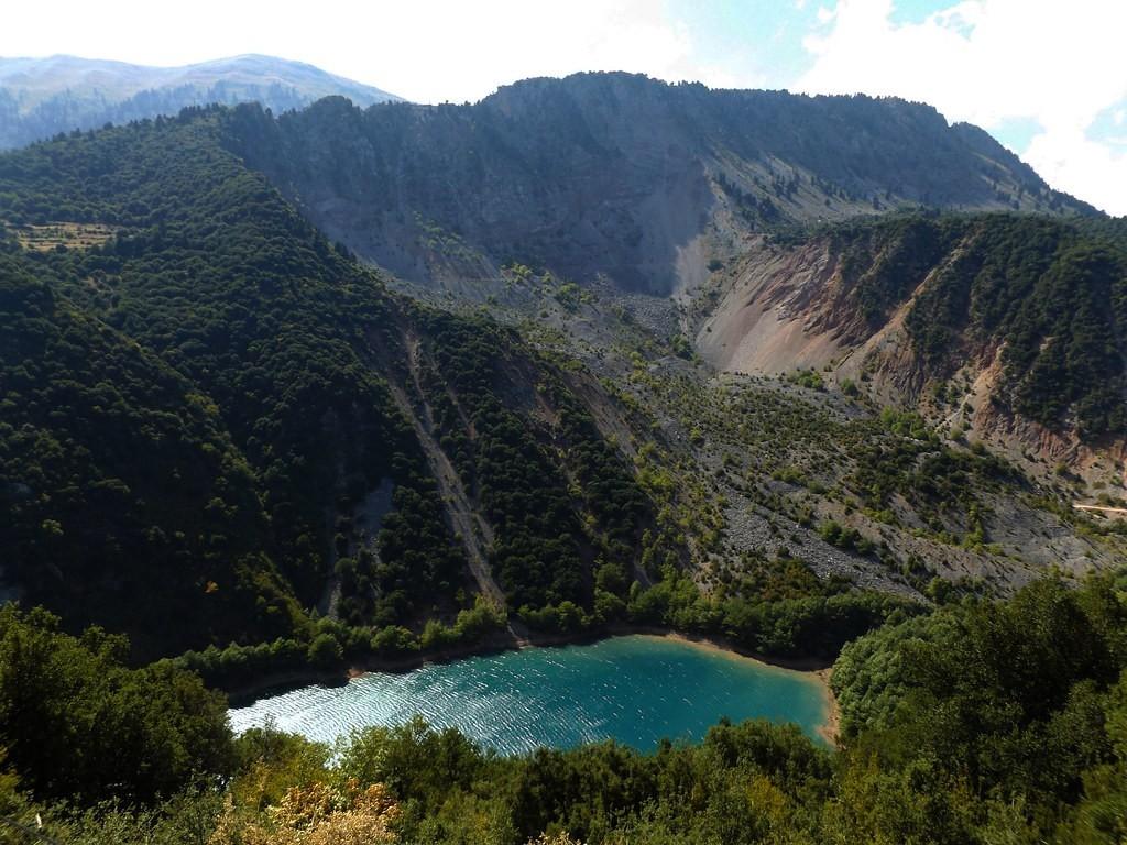 Λίμνη Στεφανιάδα Καρδίτσα πανοραμική λήψη ανάμεσα στα βουνά