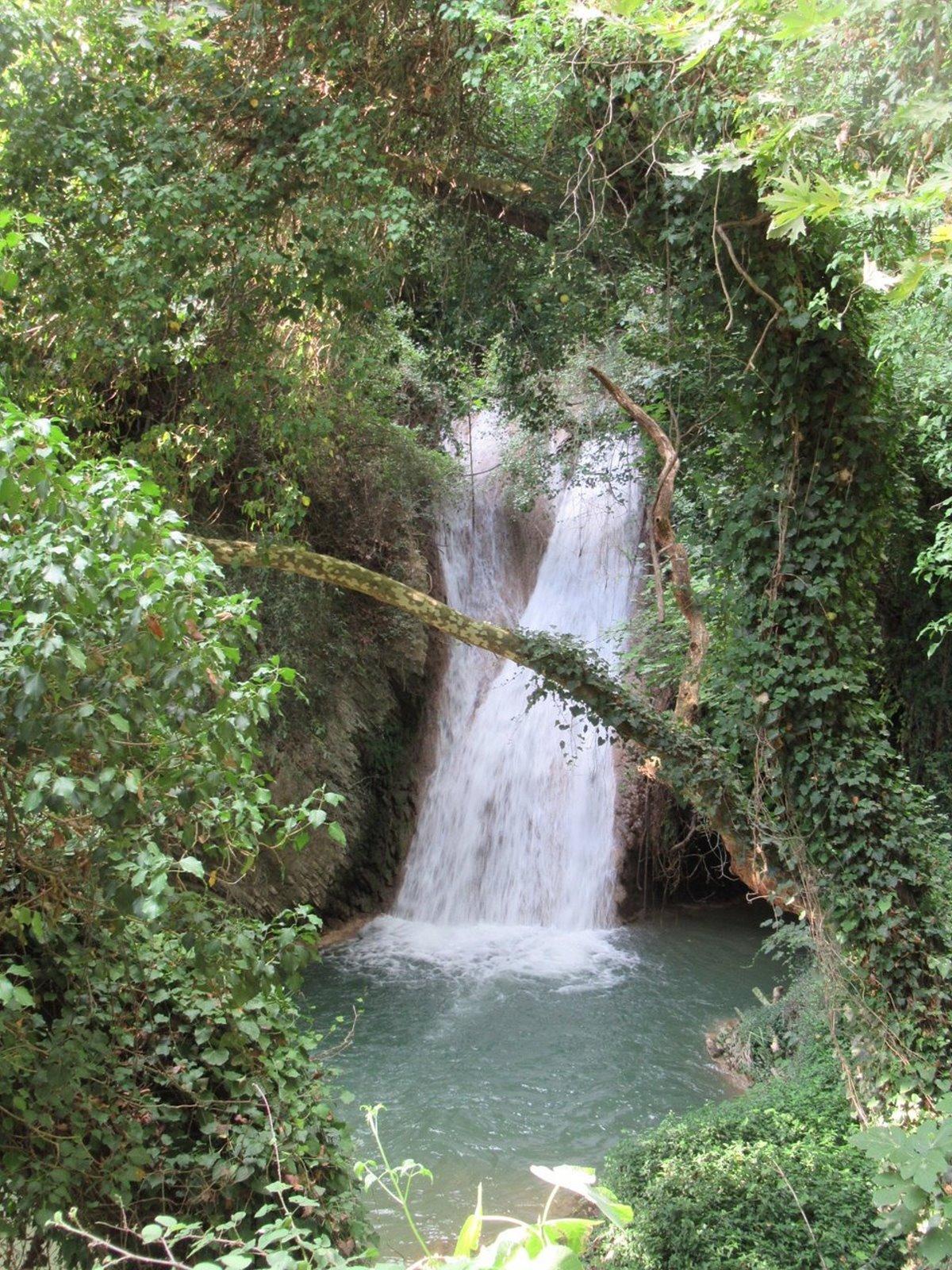 Στενωσιά Μεσσηνία χωριό με όμορφους καταρράκτες μέσα στη φύση