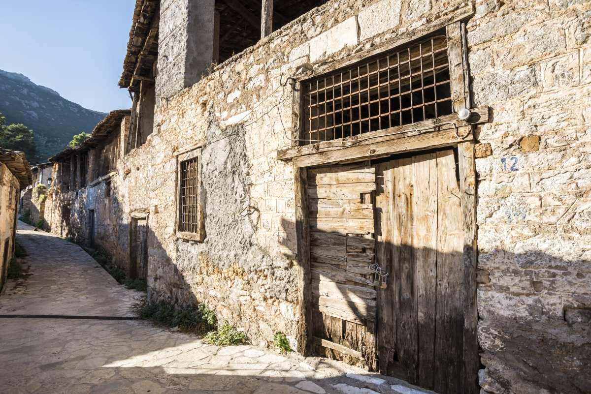 Χάρμαινα, Άμφισσα, παλιό κτήριο