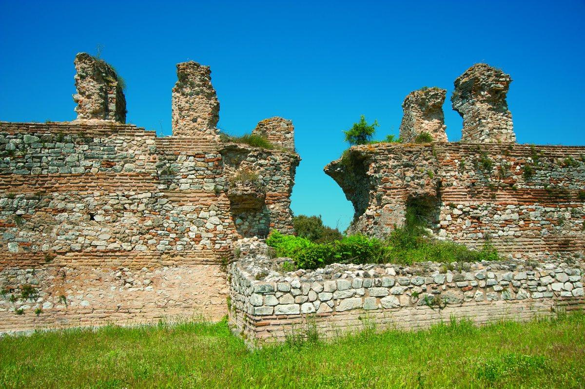 Αρχαία Νικόπολη τείχη