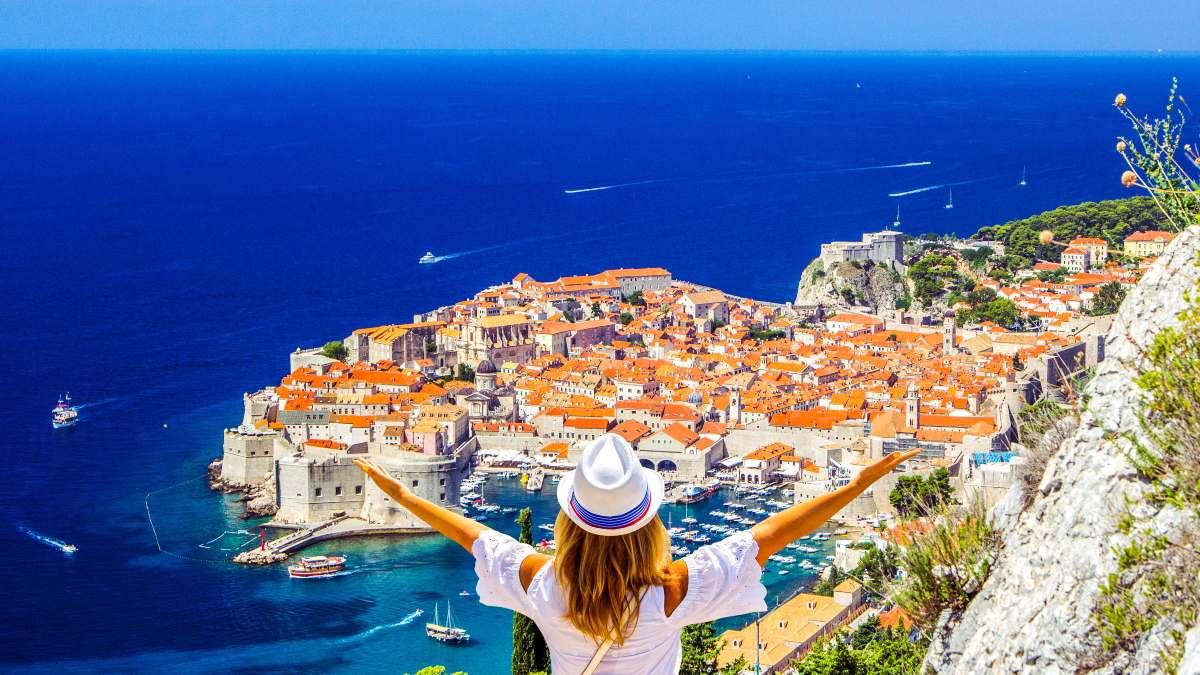 ταξίδια εκδίκησης νέα τάση τουρισμός 2021